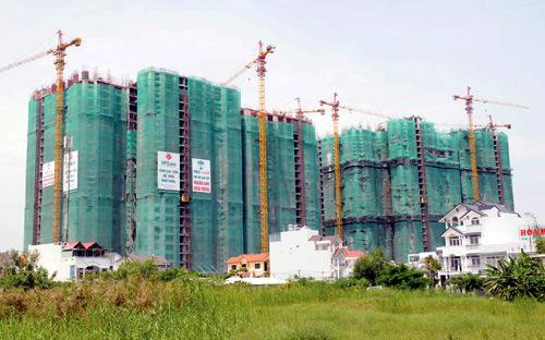 Giá nhà ở tại Hà Nội đã giảm  27% kể từ quý 2/2011 do các dự án mới gia nhâp thị trường có mức giá  thấp đồng thời các dự án đang bán cũng giảm trực tiếp giá bán.<br>