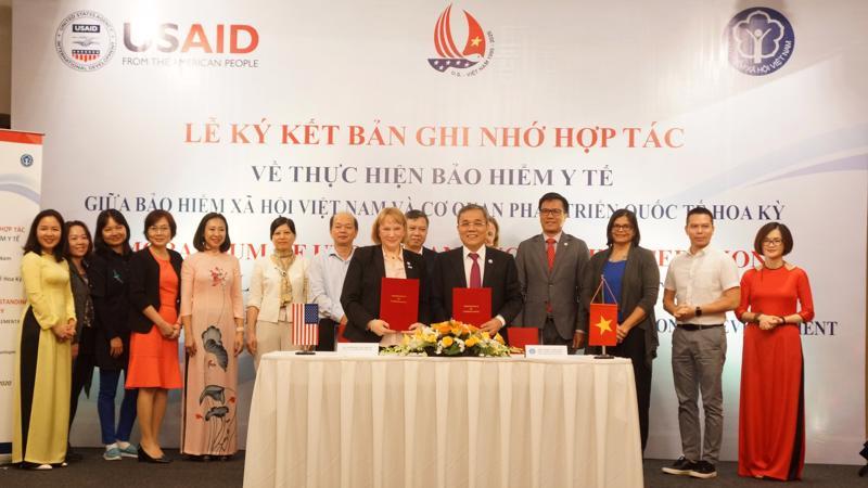 Trong 5 năm vừa qua, USAID đã phối hợp chặt chẽ với các cơ quan chính phủ Việt nam trong đó có Bảo hiểm Xã hội Việt Nam để tăng độ bao phủ của bảo hiểm y tế cho dịch vụ điều trị HIV và cung cấp thuốc kháng vi-rút (ARV).