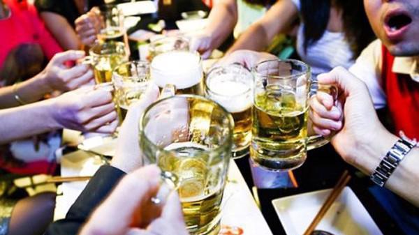 Giới chuyên gia cho rằng đề xuất bán bia theo giờ của Bộ Y tế không khả thi và dễ gây hiệu ứng phụ.