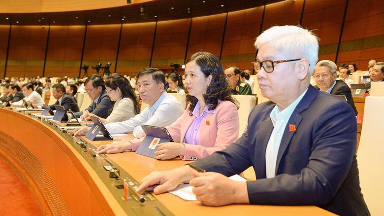 Đại biểu Quốc hội biểu quyết thông qua Nghị quyết về dự toán ngân sách nhà nước năm 2021 - Ảnh: VGP