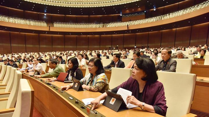 Quốc hội bấm nút thông qua dự thảo luật - Ảnh: Quang Phúc.