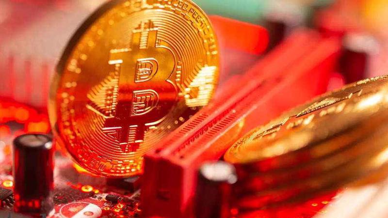 Ngày 29/1, giá Bitcoin tăng vọt lên trên 35.000 USD sau động thái của tỷ phú Elon Musk - Ảnh: India Times