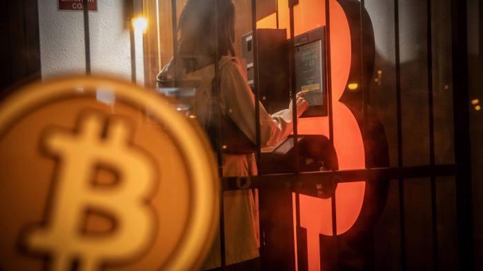 Toàn bộ thị trường tiền ảo được dự báo sẽ lung lay nếu danh tính của cha đẻ Bitcoin được tiết lộ - Ảnh: Coinbase