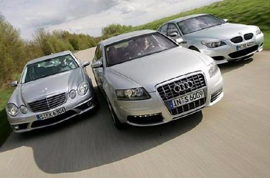 """Ba """"đại gia"""" xe hơi nước Đức đang đua nhau giảm giá để duy trì doanh số bán hàng tại Trung Quốc."""