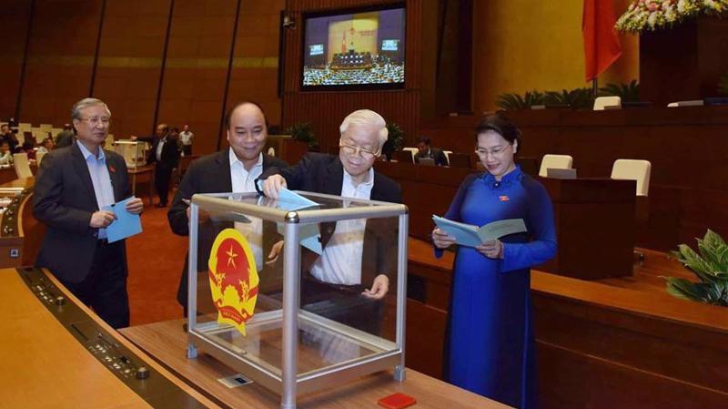 Lãnh đạo Đảng, Nhà nước được mời bỏ những lá phiếu đầu tiên - Ảnh: QP