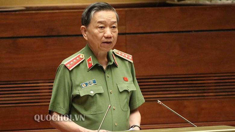 Bộ trưởng Bộ Công an Tô Lâm trình bày tờ trình dự án luật.