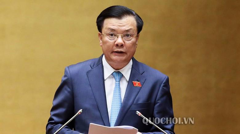 Bộ trưởng Bộ Tài chính Đinh Tiến Dũng phát biểu tại phiên thảo luận.