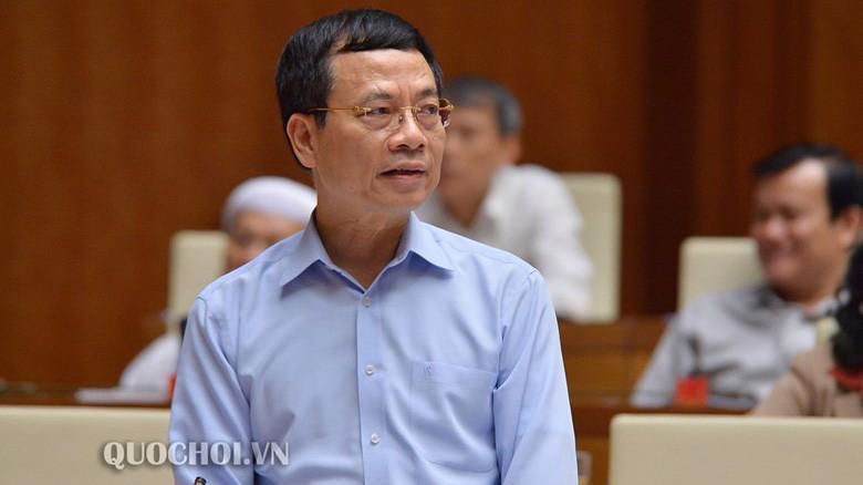 Bộ trưởng Bộ Thông tin và truyền thông Nguyễn Mạnh Hùng tham gia trả lời chất vấn