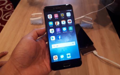 Smartphone Bphone 2017, sản phẩm vừa được Bkav ra mắt sáng nay, 8/8.
