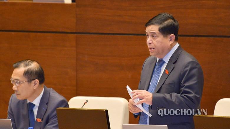 Bộ trưởng Bộ Kế hoạch và đầu tư Nguyễn Chí Dũng giải trình một số vấn đề đại biểu quan tâm