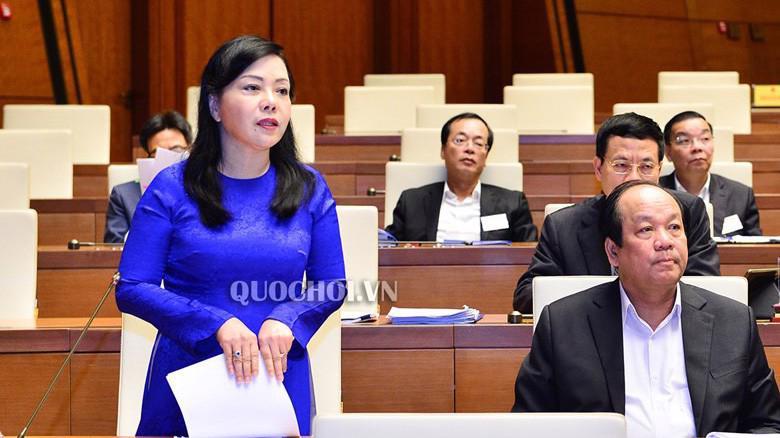 Bộ trưởng Bộ Y tế Nguyễn Thị Kim Tiến tại nghị trường.