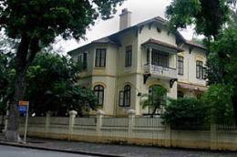 UBND thành phố Hà Nội yêu cầu các đơn vị liên quan triển khai bán nhà biệt thự đúng đối tượng, đúng giá, nghiêm cấm mọi hành vi trục lợi, gây nhũng nhiễu.