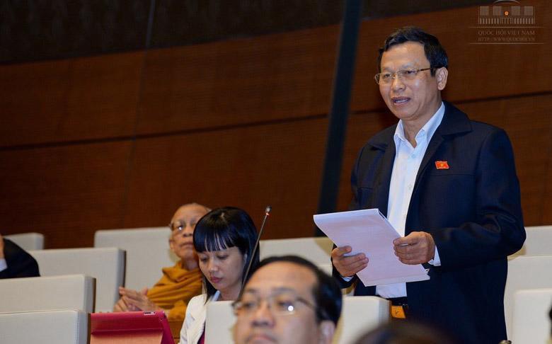 Đại biểu Bùi Mạnh Hùng (Bình Phước) thảo luận tại Quốc hội.