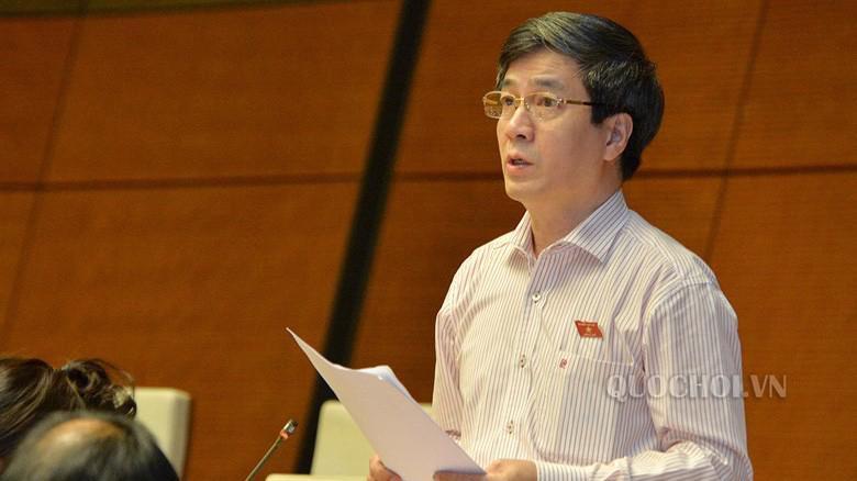 Phó trưởng Đoàn chuyên trách Đoàn đại biểu Quốc hội thành phố Hải Phòng, ông Bùi Thanh Tùng tranh luận về một nội dung được đại biểu Dương Trung Quốc đề cập trước đó.