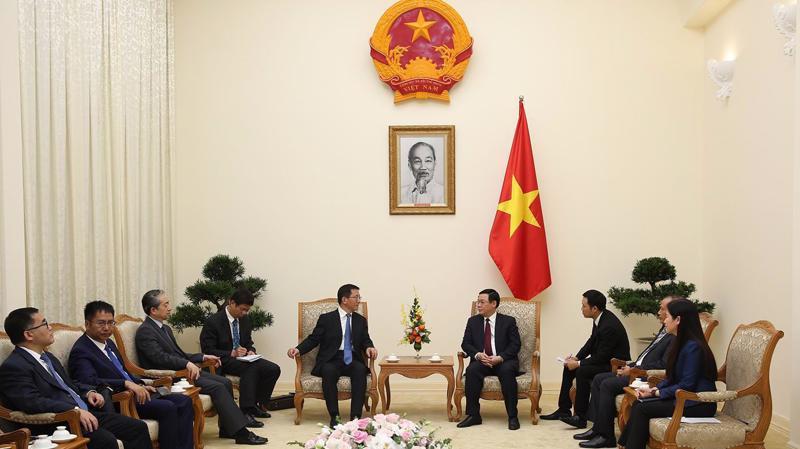Phó Thủ tướng Vương Đình Huệ đã có buổi tiếp Phó Bí thư Tỉnh uỷ tỉnh Vân Nam (Trung Quốc) Vương Dư Ba chiều ngày 23/10 - Ảnh: VGP.