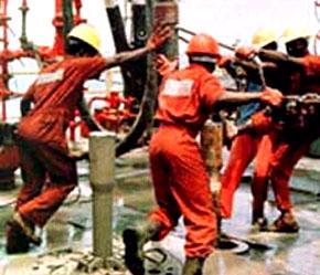 Sự thiếu hụt nhân lực hiện nay trong ngành dầu khí chính là hậu quả của những đợt sa thải lớn trong ngành này khi giá dầu sụt giảm mạnh trong thời kỳ 1982 đến 2000.