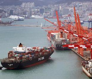 Xuất khẩu của nhiều nước châu Á đang dần phục hồi trở lại - Ảnh: Bloomberg.