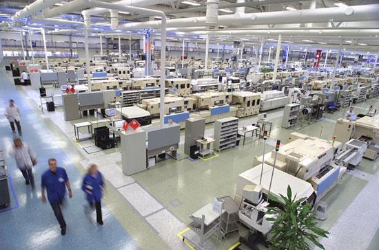 Bên trong một nhà máy sản xuất điện thoại di động của Nokia. Tập đoàn này đang có kế hoạch xây dựng nhà máy tại Việt Nam.