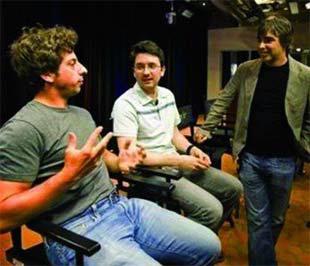 Sergey Brin (trái) và Larry Page (phải), hai nhà đồng sáng lập Google, tại cuộc họp báo giới thiệu trình duyệt web Google Chrome hôm 2/9 - Ảnh: AP.