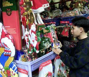 Mùa mua sắm dịp cuối năm đang đến - Ảnh: Việt Tuấn.