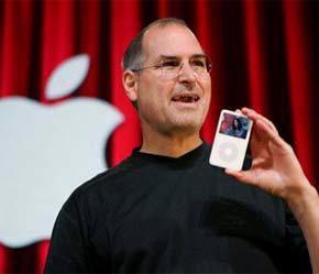 Steve Jobs, CEO của Apple, trong một buổi lễ giới thiệu iPod.