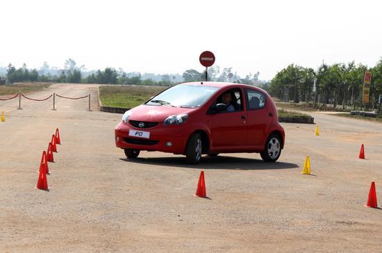 Kiểm nghiệm khả năng vận hành của BYD F0 trên đường thử tiêu chuẩn - Ảnh: Bobi.
