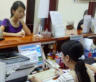 Cơn bão lạm phát 2008 cũng là thách thức nghiệt ngã trong chuyến ra biển lớn đầu tiên của hệ thống ngân hàng Việt Nam, và đã có nhiều tổn thương về nguồn tài lực và nhân lực - Ảnh: Việt Tuấn.