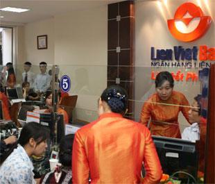 Giao dịch tại LienVietBank Láng Hạ - Hà Nội.