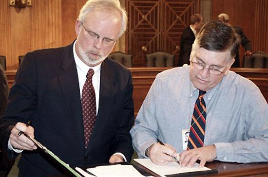 Ông David Bruce Shear (trái) sẽ là tân Đại sứ Mỹ ở Việt Nam - Ảnh: BBC.