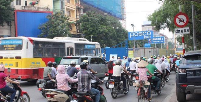 Hà Nội cấm ôtô đi trên đường Xuân Thuỷ - Cầu Giấy. <br>