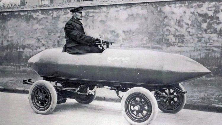 Mẫu xe điện có thiết kế hình tên lửa Jamais Contente đã đạt tốc độ đến 105,88 km/h vào ngày 29/4/1899 - Ảnh: Wikimedia.