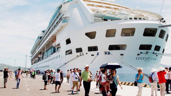 Bên cạnh nâng cấp hạ tầng hàng không, Khánh Hòa cũng đang tập trung nâng cao chất lượng dịch vụ đường tàu biển đáp ứng sự gia tăng nhanh chóng lưu lượng khách quốc tế.