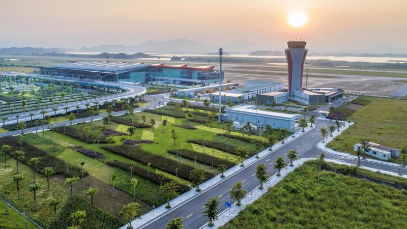 Cảng hàng không quốc tế Vân Đồn (xã Đoàn Kết, huyện Vân Đồn, tỉnh Quảng Ninh) có tổng vốn đầu tư 7.463 tỷ đồng.