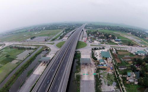 Trong các công trình, dự án trọng điểm ngành giao thông, đường bộ có 23 dự án, tổng mức đầu tư khoảng 489.034 tỷ đồng,  gồm 13 dự án đã hoàn thành và 10 dự án đang được triển khai.