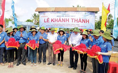 Tôn Đông Á đã tài trợ kinh phí xây dựng 6 cây  cầu, 8 con đường với tổng số tiền lên đến gần 2,5 tỷ đồng