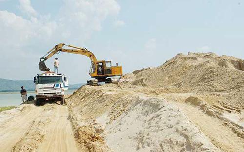 Đầu năm giá cát san nền 110.000 đồng/m3, cát xây trát 150.000 đồng/m3, cát đổ bê tông 350.000 đồng/m3 nay mỗi m3 tăng lên tương ứng 280.000 - 350.000 đồng và 800.000 đồng.
