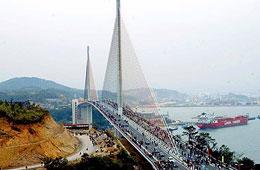 Cầu Bãi Cháy là một trong những dự án được xây dựng bằng vốn ODA Nhật Bản.