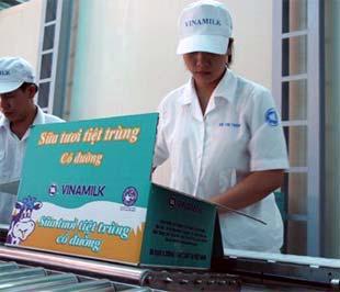 Chế biến sữa tại Công ty Vinamilk - Ảnh: Hồng Văn.