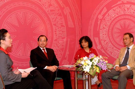 Các vị khách mời tham gia buổi tọa đàm trực tuyến.