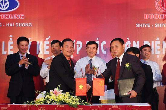 Lễ ký kết hợp tác toàn diện giữa Công ty Việt Trung và Tập đoàn DongFeng.
