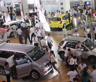"""Mức lệ phí trước bạ mới được áp dụng đã kết thúc giai đoạn """"tranh thủ"""" sôi động của thị trường xe hơi - Ảnh: Đức Thọ"""