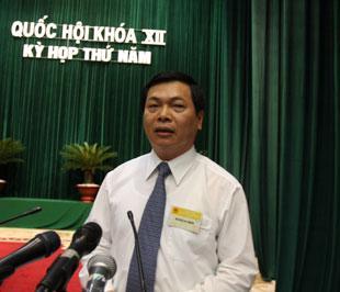 Bộ trưởng Vũ Huy Hoàng trả lời chất vấn trước Quốc hội - Ảnh: LQP.