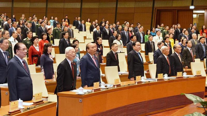 Một số vị đại biểu cho rằng, số lượng không quá 500 đại biểu Quốc hội như luật hiện hành là khá đông. Trong ảnh: Lễ chào cờ phiên khai mạc kỳ họp thứ 8 của Quốc hội khoá 14 - Ảnh: Quang Phúc.