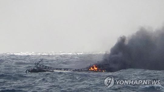 6 thuyền viên là người Việt Nam mất tích trong vụ cháy tàu cá ở Hàn Quốc. Ảnh - Yonhap News.