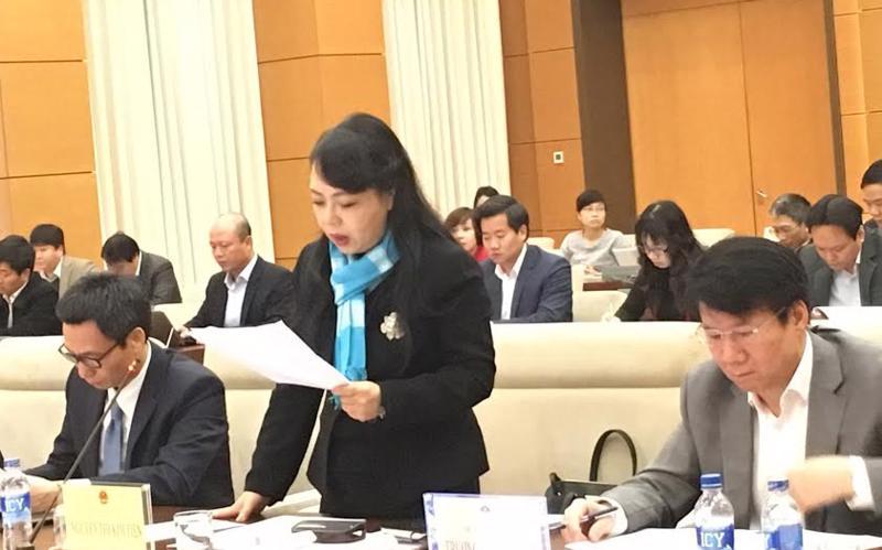 Bộ trưởng Bộ Y tế Nguyễn Thị Kim Tiến báo cáo tại buổi làm việc với đoàn giám sát sáng 3/3.