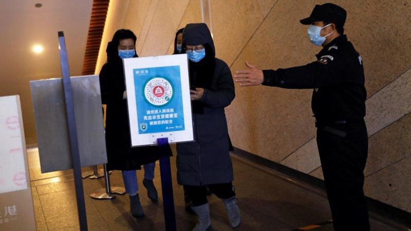Nhà chức trách trên khắp Trung Quốc đang thắt chặt kiểm soát hoạt động du lịch trước thềm Tết Dương lịch và Tết Nguyên đán để ngăn chặn Covid-19 - Ảnh: Reuters