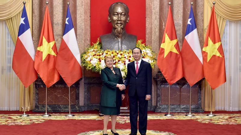 Sau lễ đón sáng 9/11, Chủ tịch nước Trần Đại Quang đã hội đàm với Tổng thống Chile Michelle Bachelet.