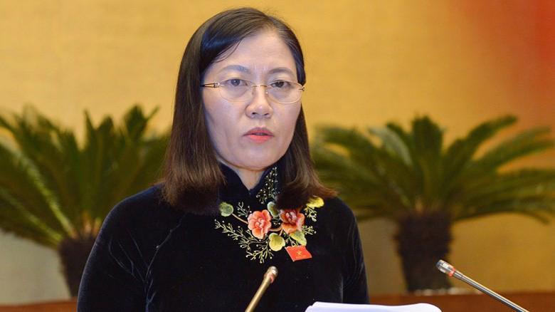 Chủ nhiệm Uỷ ban Tư pháp Lê Thị Nga trình bày báo cáo thẩm tra.