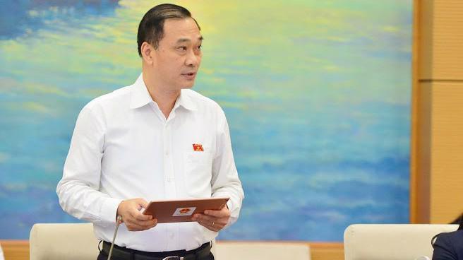 Chủ nhiệm Uỷ ban Kinh tế Vũ Hồng Thanh trình bày báo cáo thẩm tra