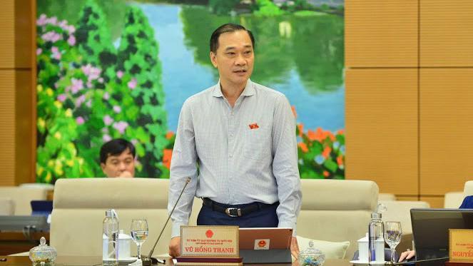 Chủ nhiệm Uỷ ban Kinh tế Vũ Hồng Thanh nêu quan điểm của cơ quan thẩm tra dự án luật